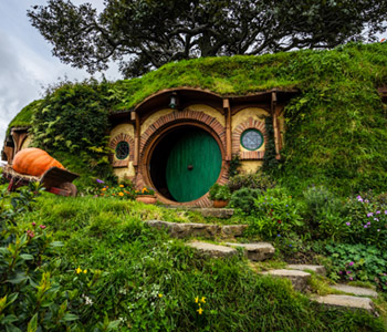 EXPERIENCE NEW ZEALAND + MOUNT COOK & HOBBITON MOVIE SET